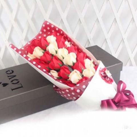 hoa_hong_trang_va_do_33_bong_gift_set_4_702x439