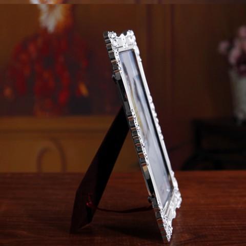 Khung ảnh để bàn trắng viền họa tiết- SK 705