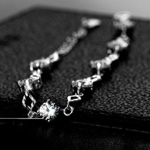 Lắc tay bạc đính đá thời trang