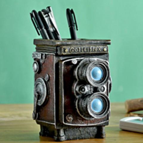 Ống đựng bút hình máy ảnh cổ điển