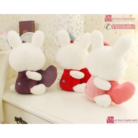 Thỏ bông ôm tim