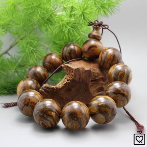 Vòng tay phong thủy gỗ trầm hương sọc hổ
